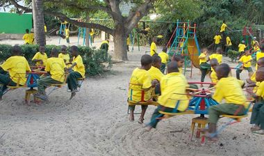 Directaid مشاريع التنمية Playgrounds for Lamo Orphans 7