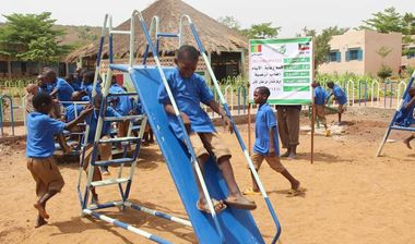 Directaid مشاريع التنمية Playgrounds for Mali Orphans 10