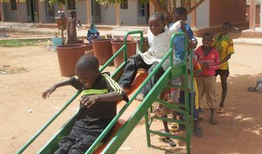 Directaid مشاريع التنمية Playgrounds for Mali Orphans 1