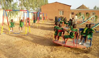 Directaid مشاريع التنمية Playgrounds for Mali Orphans 4